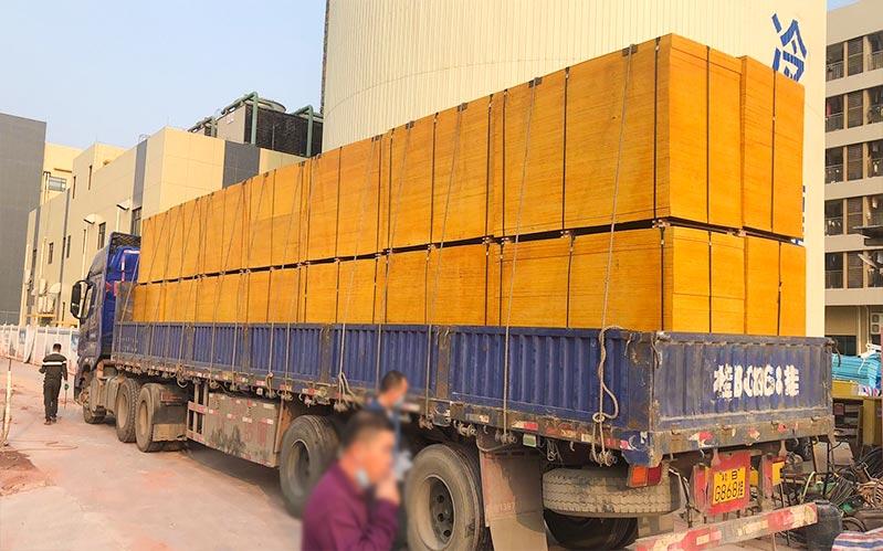 1830-915mm1.4建筑木模板送往工地