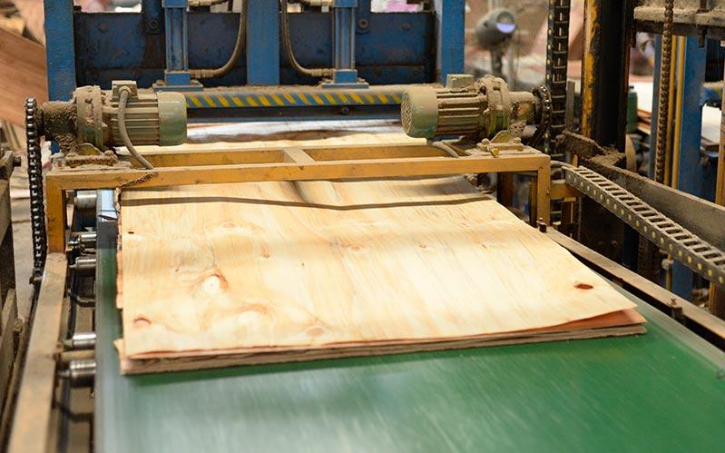 贵港灰狼木业生产建筑模板标准流水线