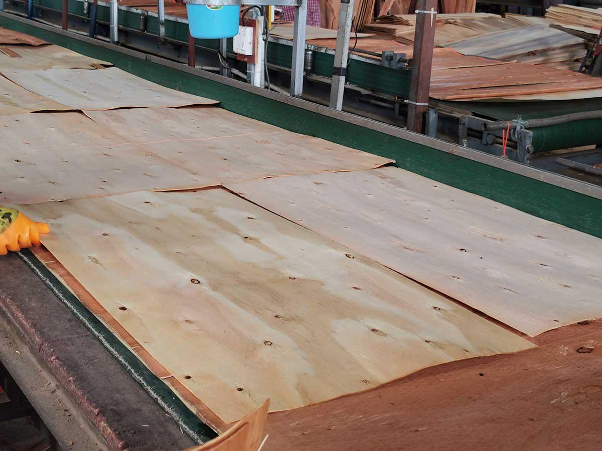 建筑模板生产中